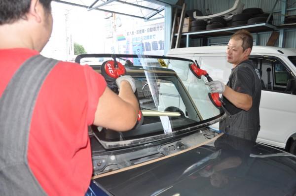 車両保険でのガラス修理について